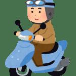 バイク運転中の男性
