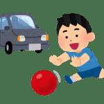 ボールを追いかける子ども