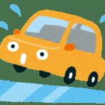 凍結した道路でスリップする自動車